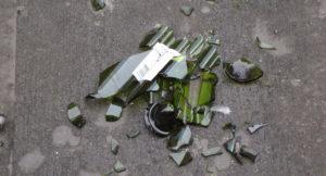 Патрульные задержали мужчину, который приставал к запорожанке и разбил ей об голову бутылку - ФОТО