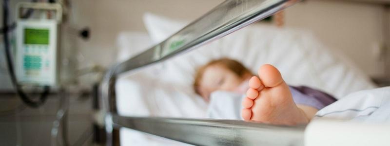 Запорожанка отказалась от годовалого сына и оставила его в больнице - ФОТО