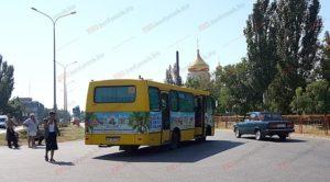 На запорожском курорте автобус детского лагеря попал в ДТП - ФОТО