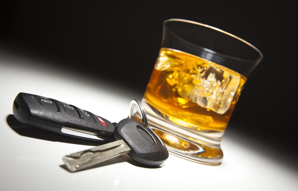 В Запорожье пьяный водитель врезался в бордюр - ФОТО