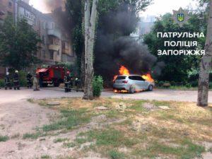 В сети появились фотографии сгоревших иномарок - ФОТО