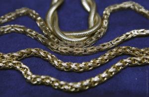 В Запорожье спортсмен задержал грабителя, который сорвал с шеи женщины золотую цепочку –  ВИДЕО