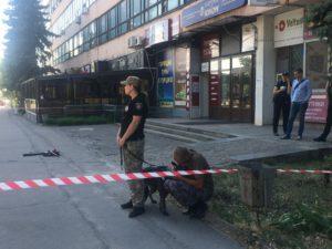 Возле Запорожской облгосадминистрации полиция и взрывотехники обезвреживали шляпу – ФОТО