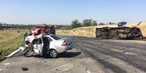 Под Запорожьем произошло смертельное ДТП с полной маршруткой пассажиров: 9 человек госпитализированы - ФОТО