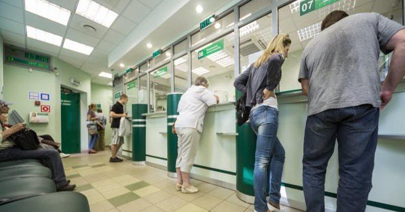 В Запорожской области пенсионер ограбил клиента банка - ФОТО