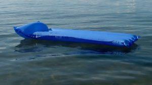 На запорізькому курорті врятували двох відпочиваючих, яких на матраці віднесло у відкрите море