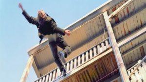 В Запорожской области мужчина разбился насмерть с крыши многоэтажки