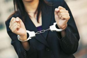 Жительнице Запорожья грозит десять лет тюрьмы за хранение и сбыт наркотиков