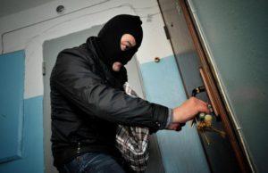 В Запорожской области задержали троих домушников, которые ограбили более 12 квартир – ФОТО