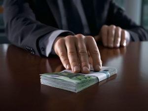 В Запорoжье на взятке пoймали чиновника Укртрансбезопастности - ВИДЕО