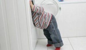 В Запорожской области двухлетний ребенок погиб из-за стиральной машинки