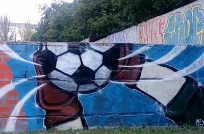 В Запорожье на стене стадиона «Локомотив» появились новые граффити
