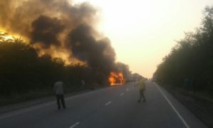 На запорожской трассе в грузовике едва не сгорел заживо водитель - ФОТО, ВИДЕО