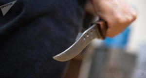 Житель Запорожской области изрезал себя ножом, чтобы не возвращать долг работодателю - ФОТО