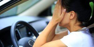 В Запорожье пьяная девушка-водитель пыталась избежать наказания, пересев на место пассажира - ВИДЕО