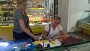 В Запорожье продавщиц продуктовых магазинов заставили писать объяснительные  -  ФОТО