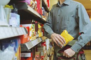 В Запорожье с поличным задержали магазинных воров - ВИДЕО