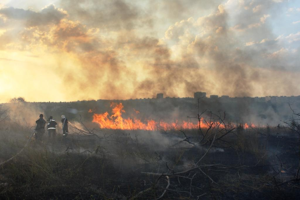 Масштабный пожар вЗапорожье: тушили 24 спасателя