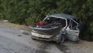 В сети появилось видео с места серьезного ДТП в Запорожье - ВИДЕО