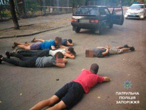 В центре Запорожья группа молодых людей напала и ограбила 19-летнего парня – ФОТО