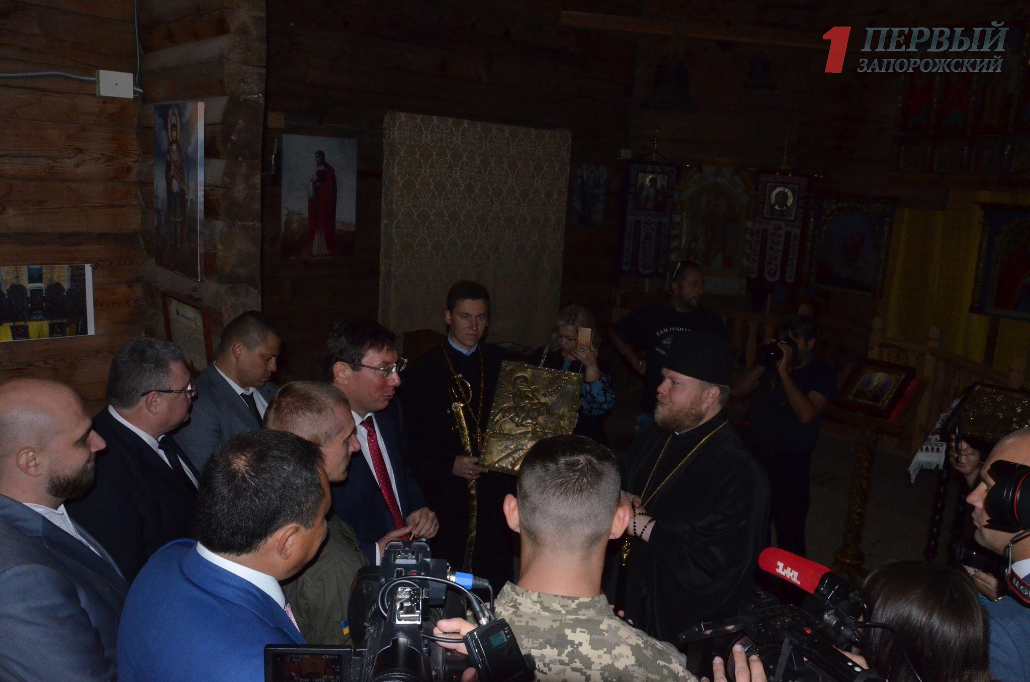 Генпрокурор Юрий Луценко подарил Покровскому храму на Хортице икону Порошенка – ФОТО