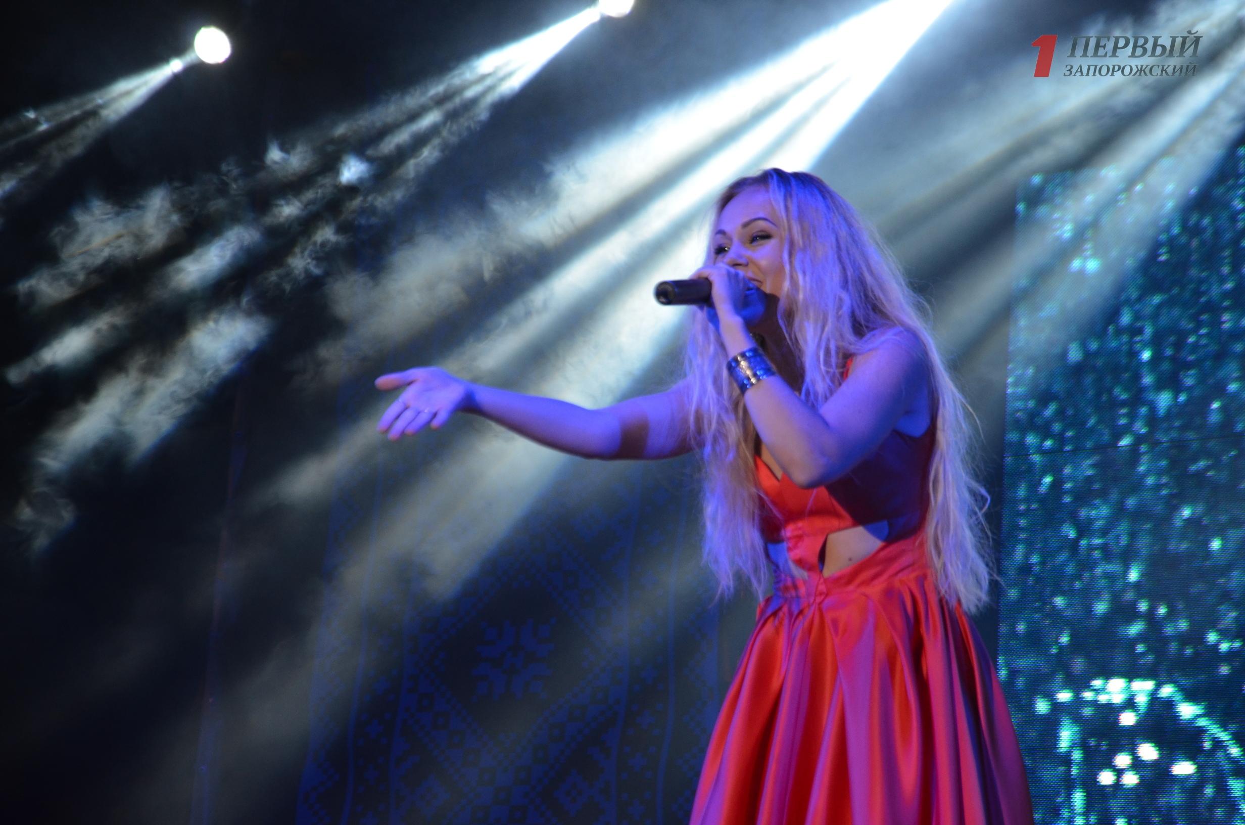 Как запорожцы отпраздновали День Независимости в компании певицы Alyosha и группы ТИК – ФОТО, ВИДЕО