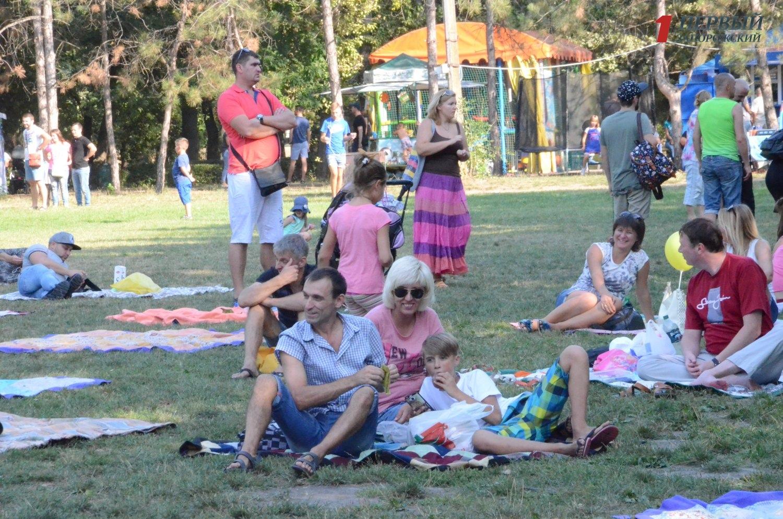 Запорожцы провели последние выходные лета на семейном арт-пикнике - ФОТО