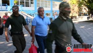 Появилось видео задержания главврача Запорожской облбольницы - ВИДЕО