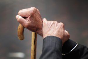 В Запорожской области женщина вместе с подельником грабила и избивала стариков-инвалидов