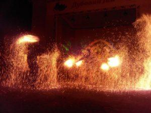 """В Запорожье состоялось грандиозное фаер-шоу театра огня """"Магай"""" - ФОТО"""