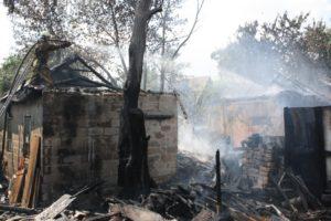 В Шевченковском районе Запорожья горели надворные постройки - ФОТО
