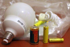 Отслужили свое: где в Запорожье можно сдать использованные батарейки и старые лампы