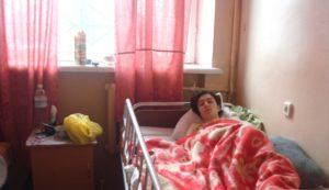 В Запорожье девушка-сирота с диагнозом рассеянный склероз нуждается в помощи