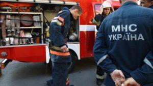 В Запорожье тушили пожар в двухэтажном доме