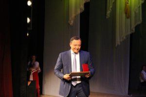 Константин Брыль вручил грамоту фигуранту уголовного дела