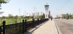В Запорожье женщина упала с моста в центре города