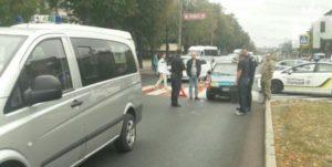 В Запорожье на пешеходном переходе женщина попала под колеса легковушки - ФОТО