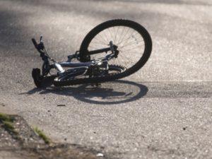 В Запорожской области водитель легковушки сбил велосипедиста и уехал с места ДТП