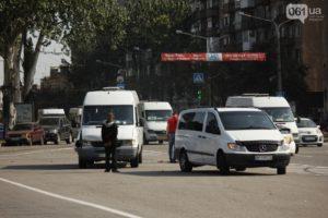 В центре Запорожья в маршрутку с пассажирами врезалась легковушка - ФОТО