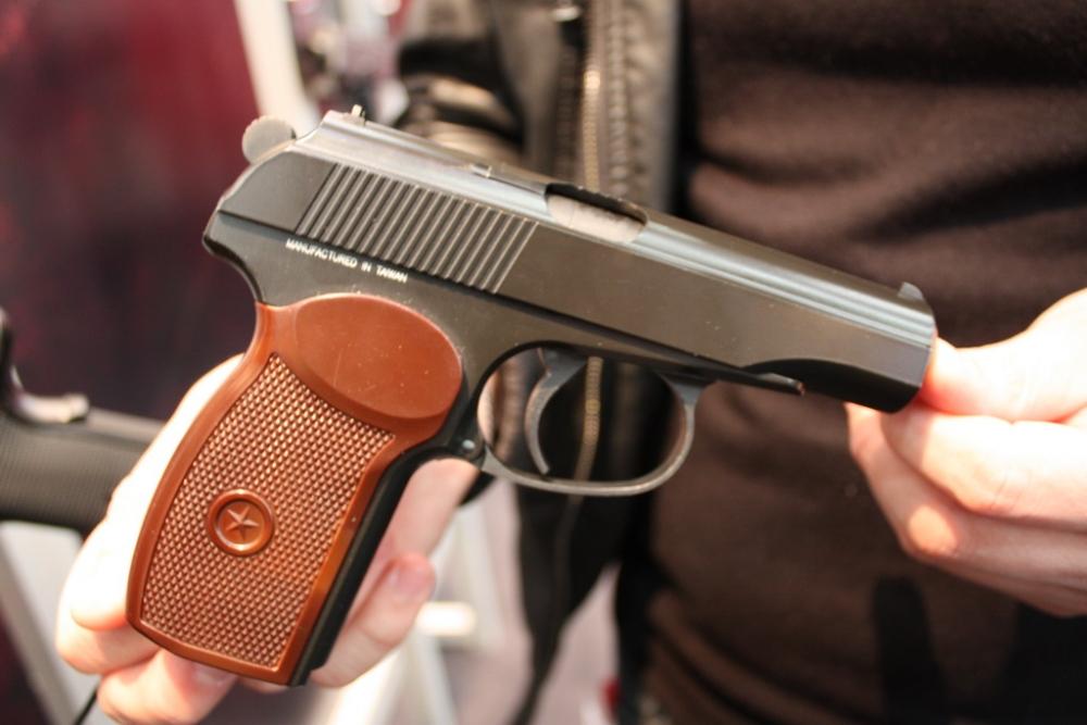 У запорожца нашли пистолет и опасный наркотик - ФОТО