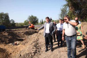 Мэр Запорожья проверил, как проходит реконструкция парка на «Радуге» - ФОТО
