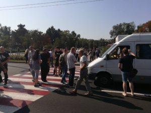 В Запорожье АТОшники перекрыли проспект и потребовали разобраться со скандальным перевозчиком