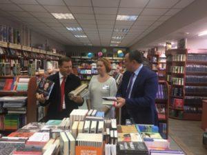 В Запорожье Нардеп Ляшко покупал книги вместе с запорожским губернатором