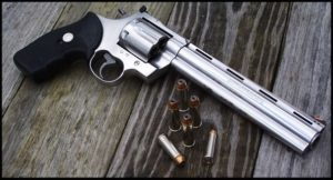 В Запорожье в авто водителя, нарушившего ПДД, обнаружили два пистолета - ФОТО