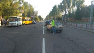 Переходите дорогу правильно: в Запорожье легковушка сбила женщину - ФОТО