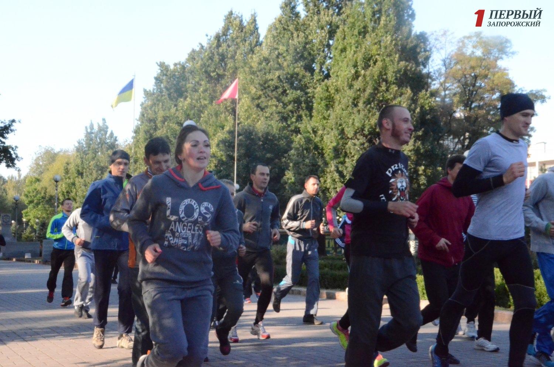 Десятки запорожцев вышли на первую беговую тренировку - ФОТО, ВИДЕО