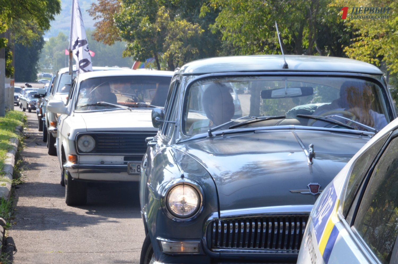 Автомобили и мотоциклы: как в Запорожье прошел слет любителей «Волг» - ФОТО, ВИДЕО