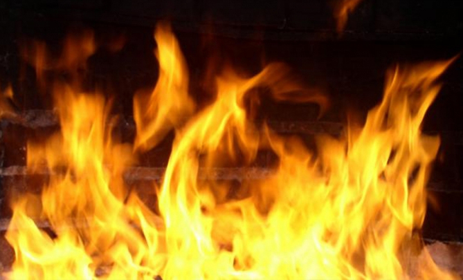 В спальном районе Запорожья ночью горел жилой дом
