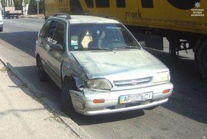 В Запорожье у пьяного водителя легковушки, устроившего ДТП, нашли пистолет - ФОТО