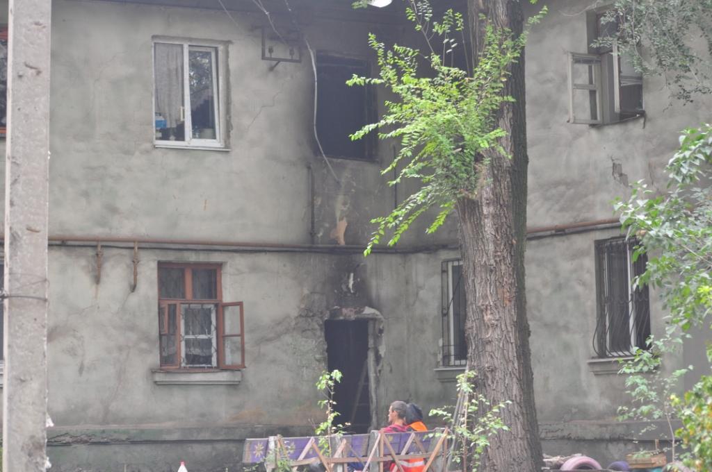 В Запорожье произошел пожар в доме на лестничной клетке: десять человек оказались в ловушке – ФОТО